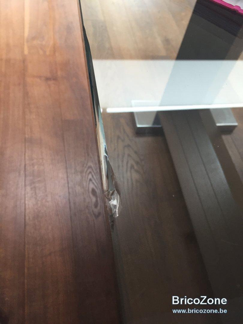 Reparer Eclat Carrelage Blanc bord d une table en verre ébrèché