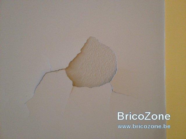 Mon enduit de plafond se fissure et tombe par plaques - Refaire un plafond qui s ecaille ...