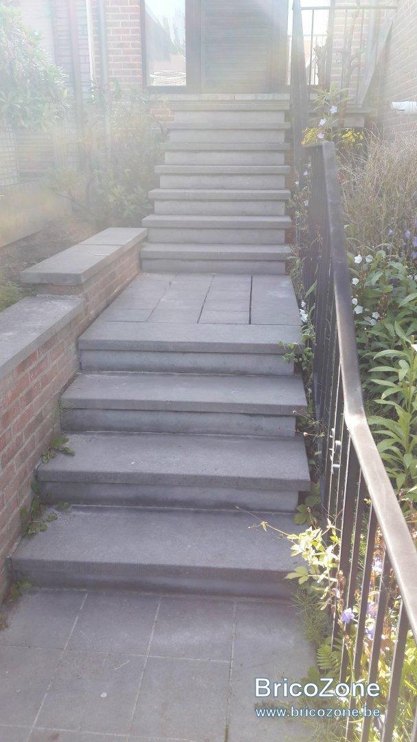 avec quoi refaire des joints pour escalier ext rieur et recoller quelques pierres. Black Bedroom Furniture Sets. Home Design Ideas