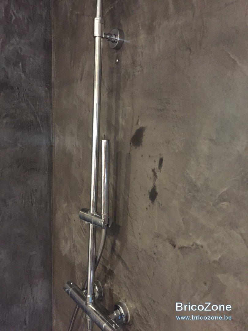 Comment Nettoyer Le Beton Ciré béton ciré mural - salle de bain - comment le rénover