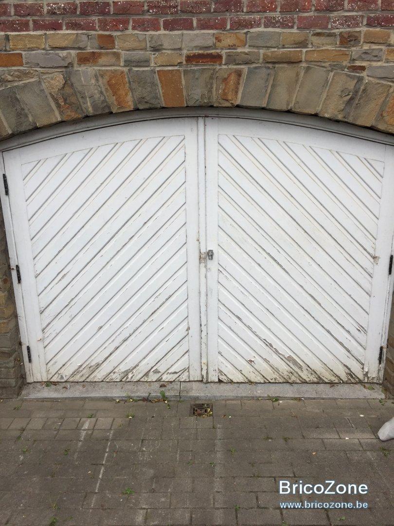 Comment Rénover Une Porte En Bois rénovation porte de garage en bois