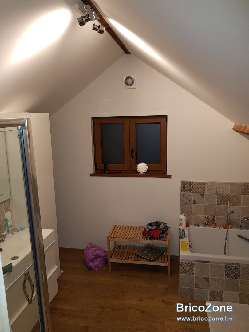 grille aeration dans porte salle de bain. Black Bedroom Furniture Sets. Home Design Ideas