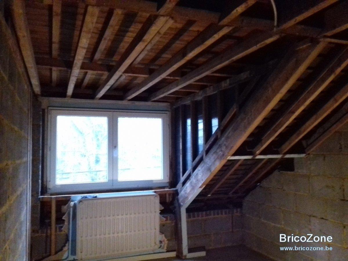 cherche avis pour isolation pi ce de vie sous toiture et lucarne. Black Bedroom Furniture Sets. Home Design Ideas