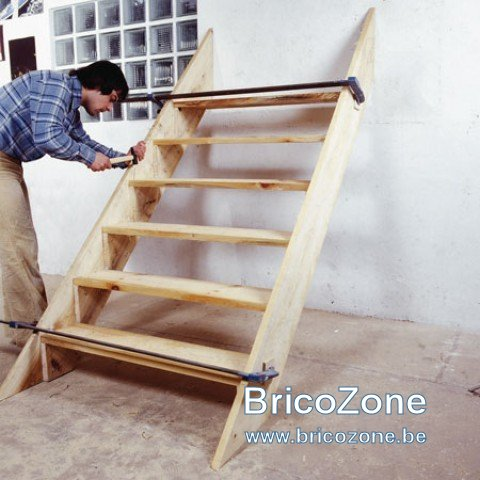 fabrication d 39 un escalier. Black Bedroom Furniture Sets. Home Design Ideas