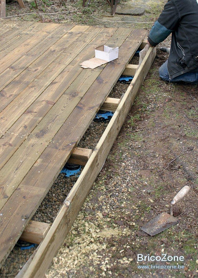 Poser Des Plinthes Bois pose de plinthes de finition terrasse bois