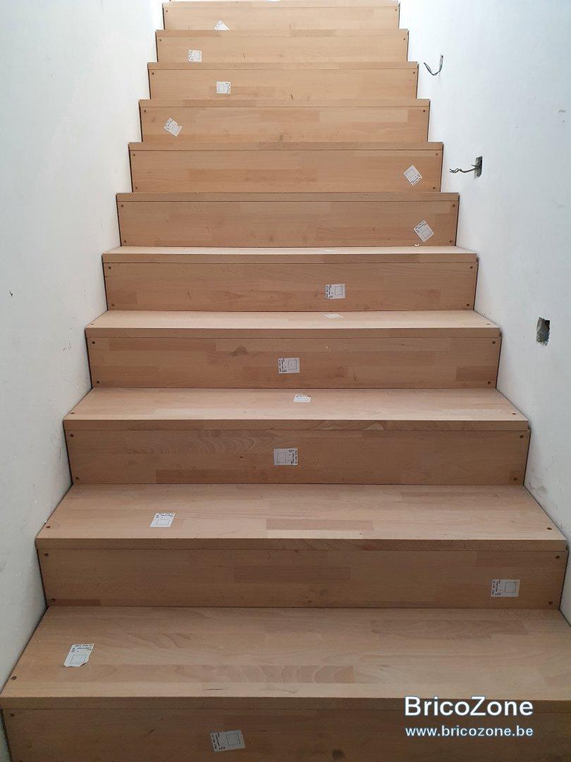 Combler espace entre escalier et mur