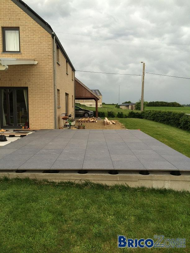 Terrasse carrelage sur plots for Dalles de terrasse sur plots