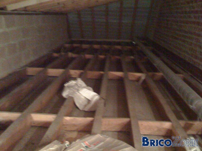 isolation sol grenier tasser rouleau de ldr. Black Bedroom Furniture Sets. Home Design Ideas
