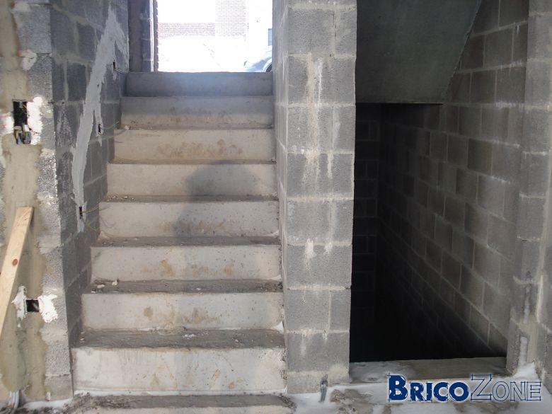 Porte coupe froid en bas des escaliers vos avis - Mettre une porte coulissante ...
