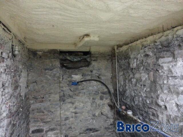 Isolation plafond cave avec tuyaux et cables for Isolation d un garage mur et plafond