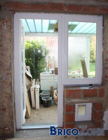 porte fenêtre et fenêtre cote a cote