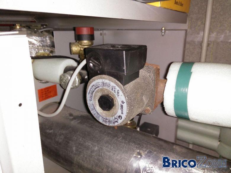 Radiateurs chaud sur le haut et tiède sur le bas avec nouveau vase d'expansion