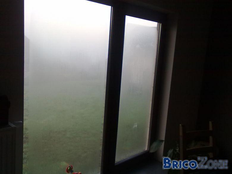 Bu�e le matin sur l'ext�rieur des vitres de mes chassis.