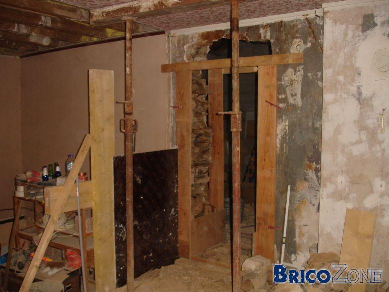 Cr er une porte dans un mur sous toit for Porte mur porteur