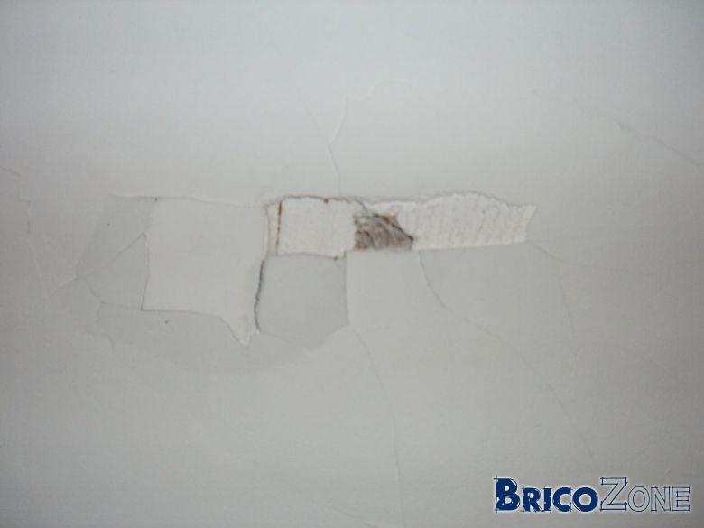 Boucher 2 trous au plafond - Reboucher trou bois ...