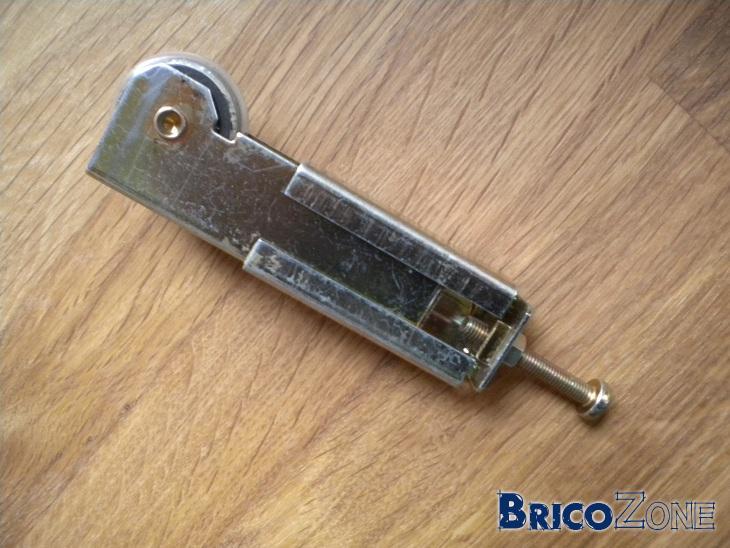 Recherche roulettes de placard kazed for Roulettes portes coulissantes