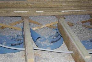 isolation cellulose plancher comble - placement freine vapeur?