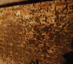 Cave fort humide - Comment assainir un mur humide ...