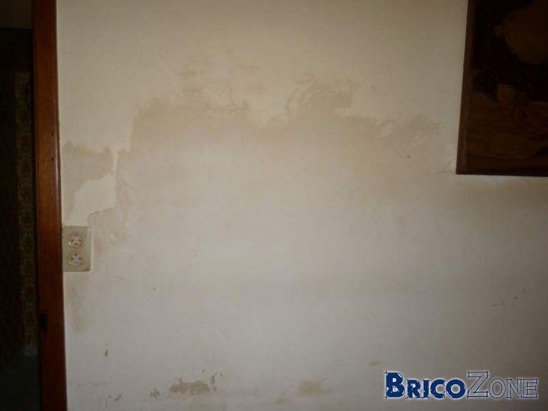 Taches brunes sur mur