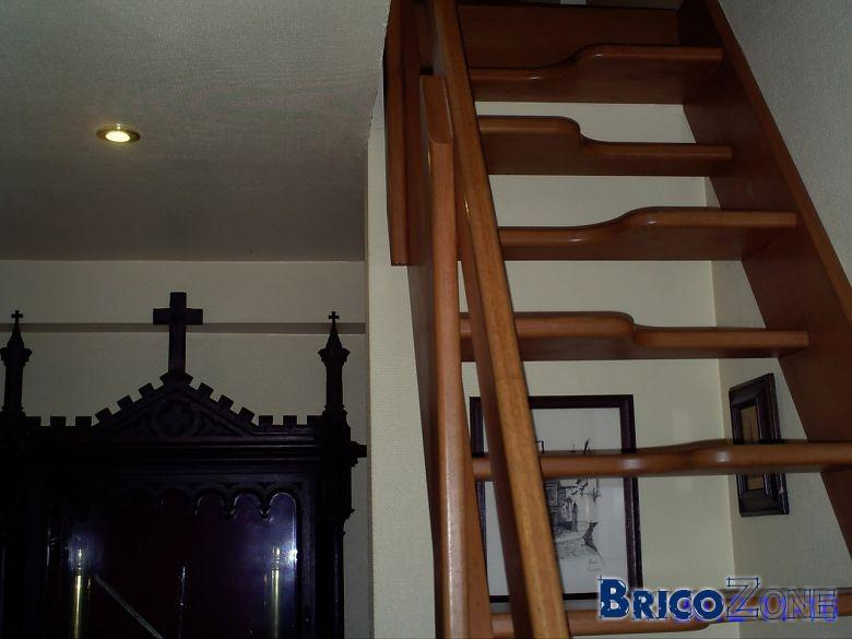 Installation Escalier Couloir Troit
