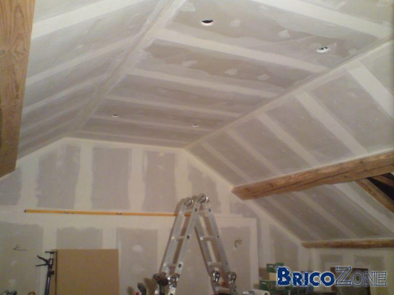 Au secours plafonds en plaques de pl tre rat s - Chambre avec plafond en pente ...
