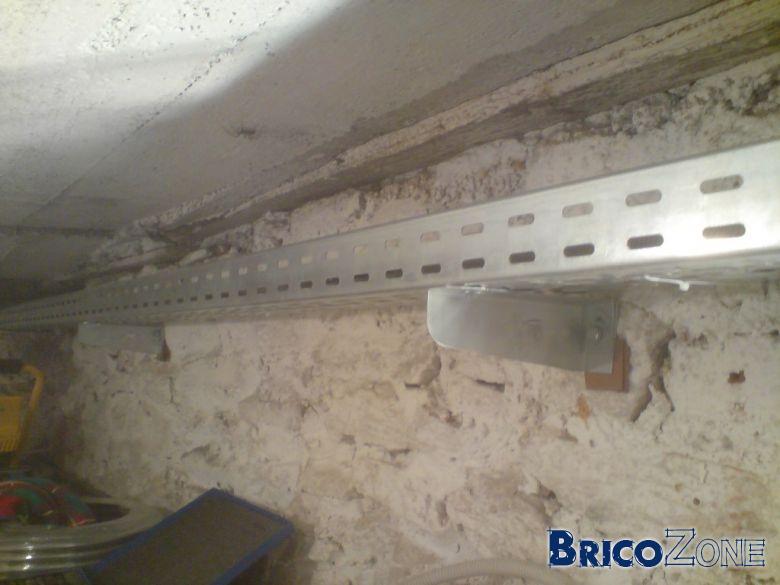 electricit apparente en cave dissimuler c bles avez vous des id es. Black Bedroom Furniture Sets. Home Design Ideas