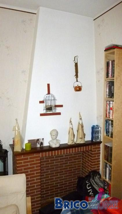 casser une chemin e pour refaire la pi ce du salon. Black Bedroom Furniture Sets. Home Design Ideas