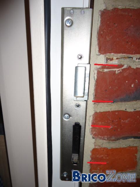 R glage de porte d 39 entr e pvc help me for Reglage porte d entree aluminium