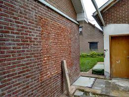 Comment enlever le plafonnage sur mur de brique