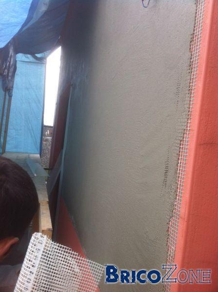 Humidité, facade avec balcon