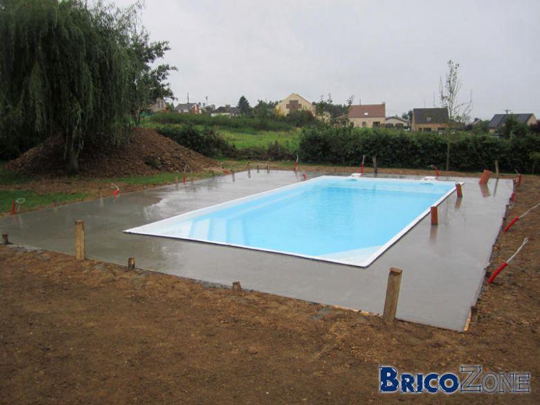Projet piscine enterr e autour des 20000tvac page 5 for Ceinture beton piscine coque