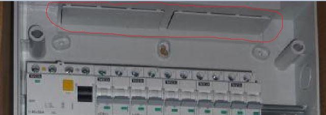 Entrée des câbles dans le coffret de distribution