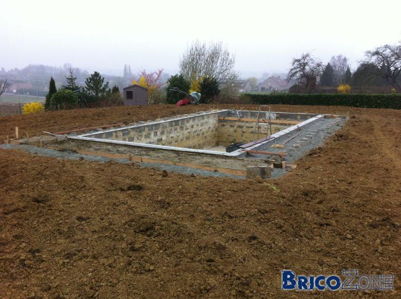 création pelouse après terrassement d'une terre argileuse de remblais