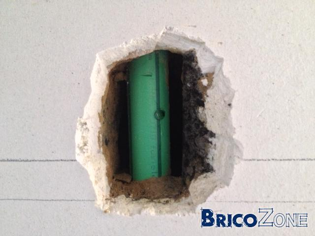 réparation trou tuyau arrivée d'eau