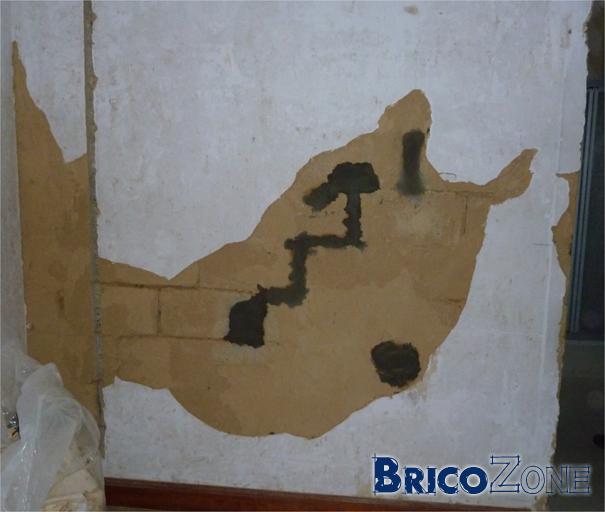 plafonnage sur ancien mur chemin e avec suie et fissures. Black Bedroom Furniture Sets. Home Design Ideas