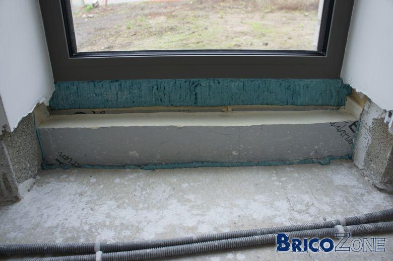 Isolation dans les r gles de l 39 art en dessous des porte et for Pose seuil de porte