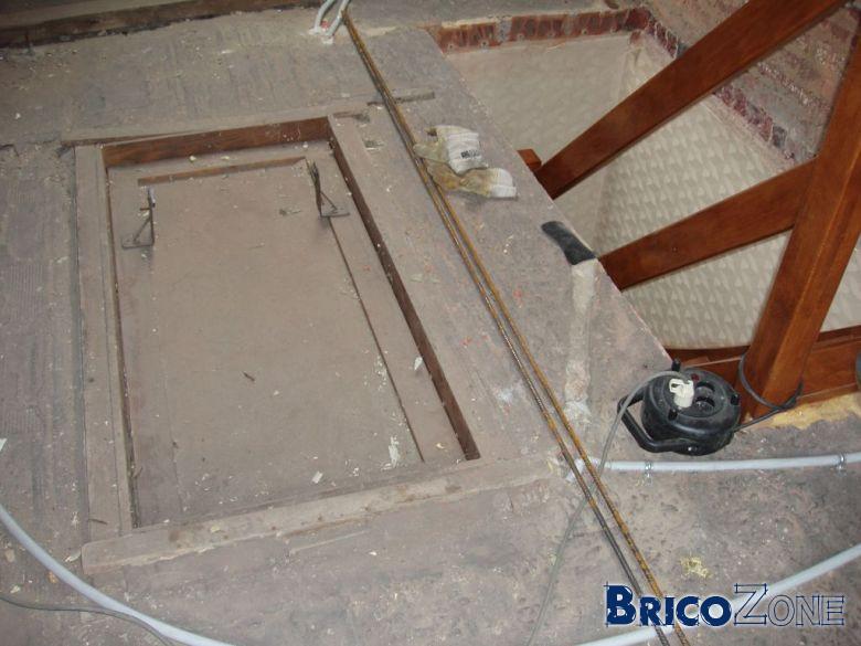 Souvent Comment boucher une trappe d'accès d'un escalier et faire un  NC47