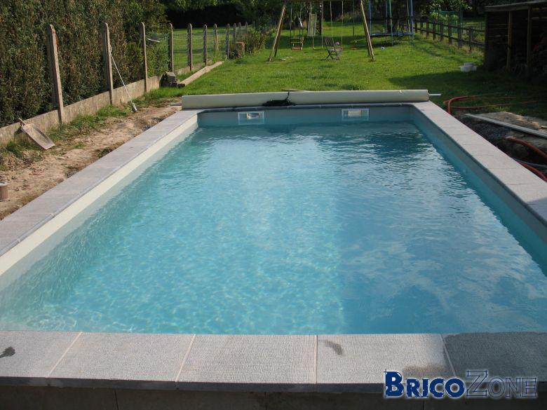 Help comment procede pour plage piscine en pierre naturel for Carreler une piscine