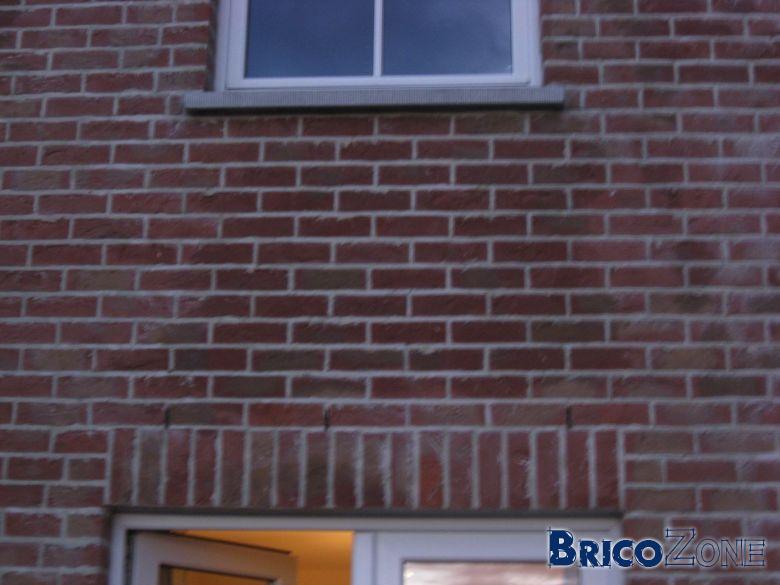 T che sur mur ext rieur en briques for Produit nettoyage mur exterieur