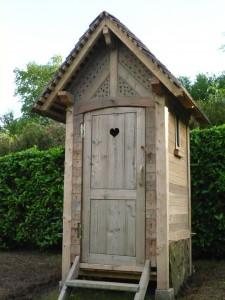 Surprise dans mes fouilles de fondation - Cabane toilette de jardin ...