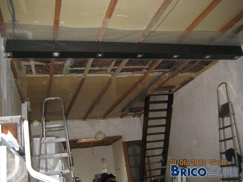 fausse poutre au plafond avec 7 spots t l command s. Black Bedroom Furniture Sets. Home Design Ideas