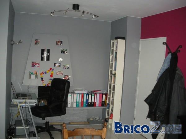 help chemin e enlever dans le salon. Black Bedroom Furniture Sets. Home Design Ideas