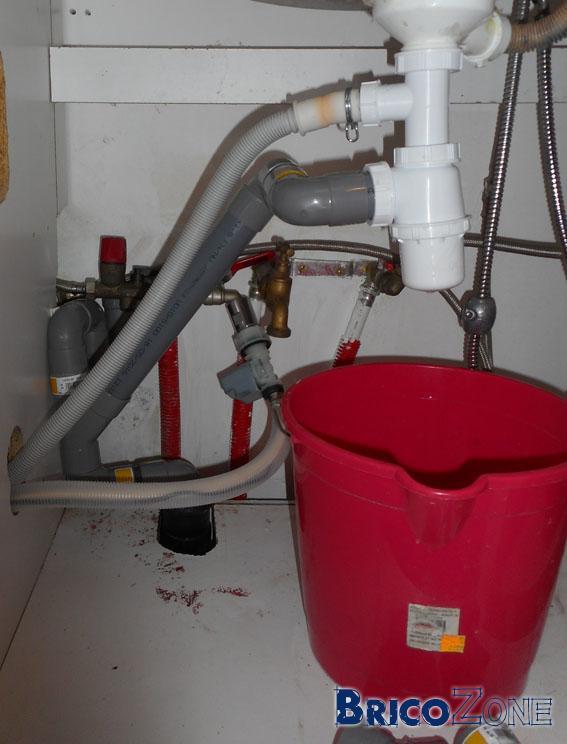 Raccorder la plomberie de l'évier