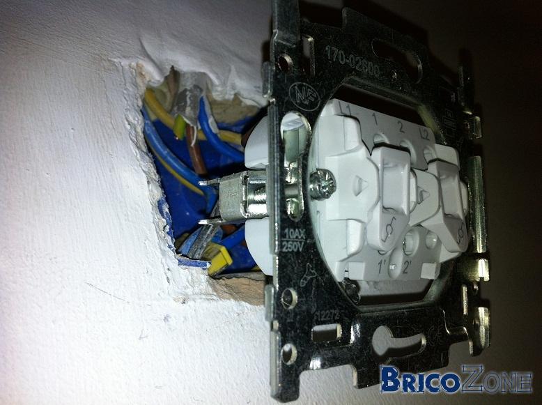 Séparer un interrupteur pour 2 lampes