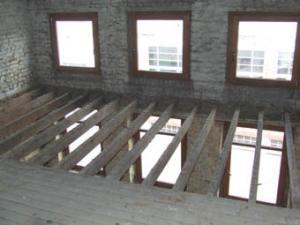Madriers de structure d'un plancher