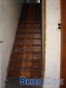 Escalier ancien tr�s abim�