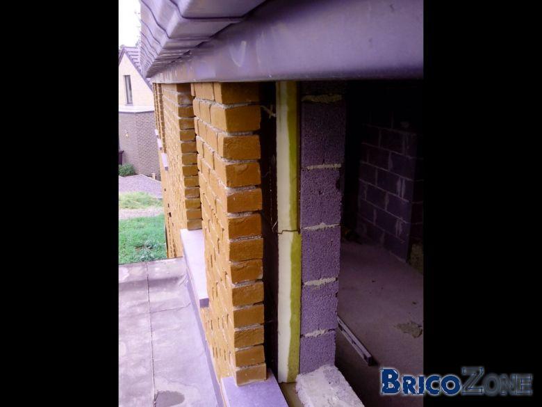 Écart de niveau briques fenêtres