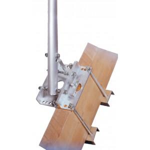 Maison passive et mat pour satellite sur le toit