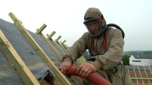Isoler la toiture par l'extérieur ou le sol des combles?
