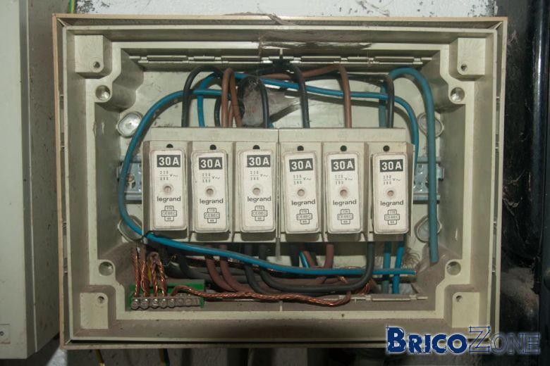 Tirer une ligne 3x230 - Remplacer un porte fusible par un disjoncteur ...